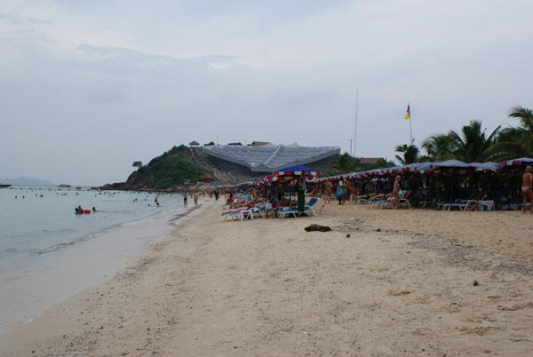 Пляж на острове Ко-Ларн
