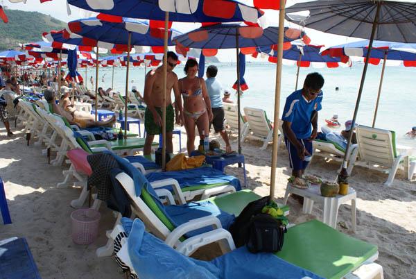 обед на пляже Ко Ланг